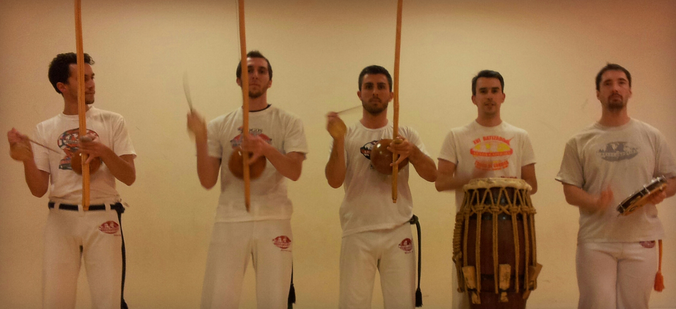 abada-capoeira-reims---instruments-chants
